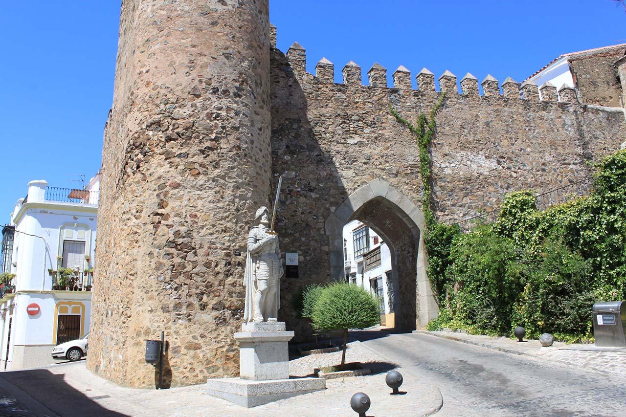 Jerez de los Caballeros - Arco de Burgos