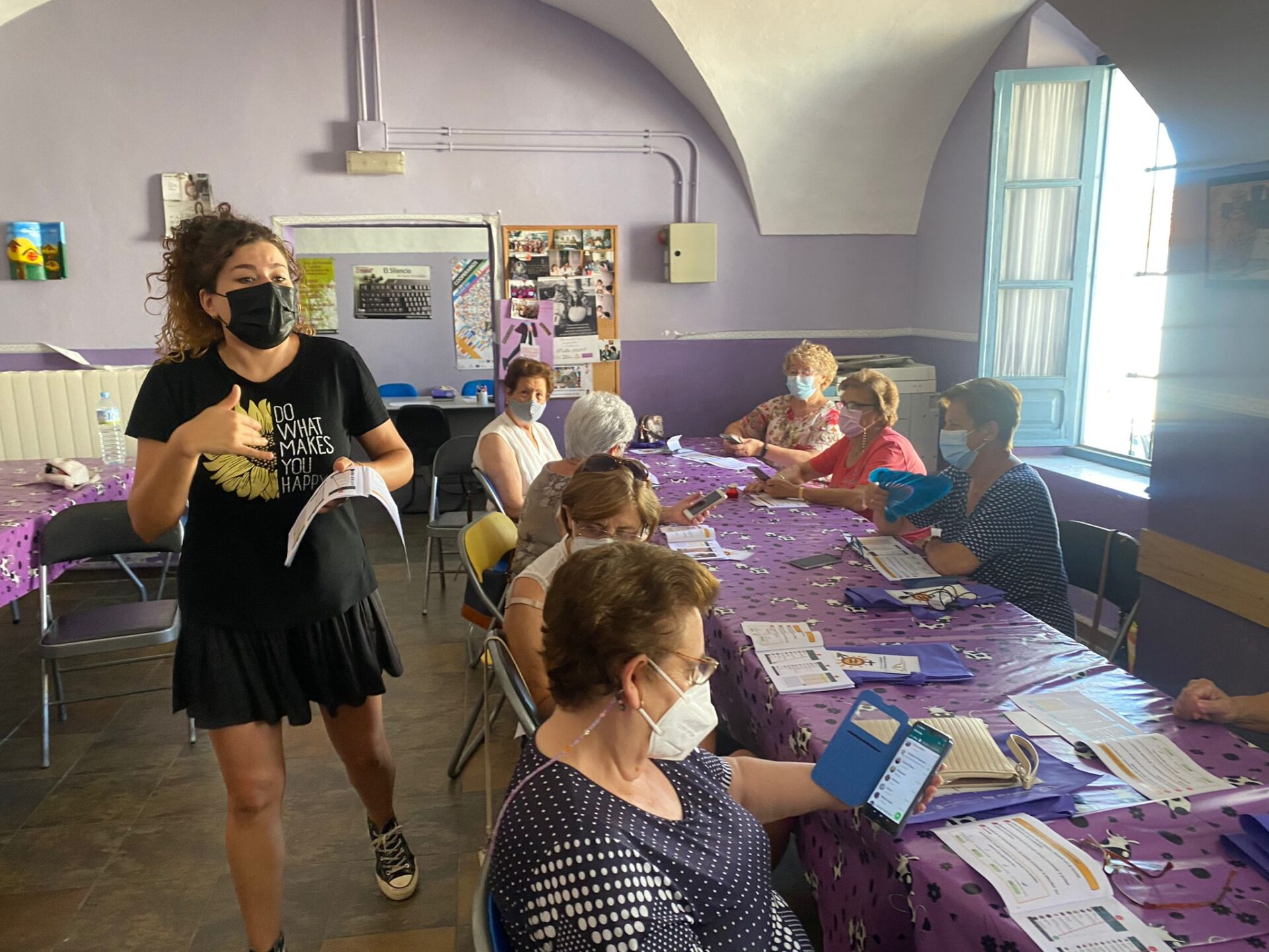 La Oficina de Igualdad lleva a cabo talleres de alfabetización tecnológica en Jerez de los Caballeros